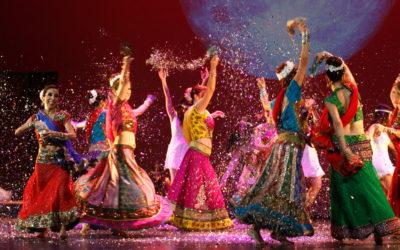 Cristina Samaniego imparte un curso sobre danza moderna en India