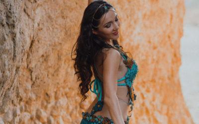 La almeriense Cristina Samaniego impone su baile al son de Oriente